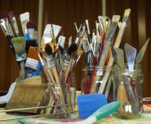 Brushes and tolls to paint by Lia van Elffenbrink